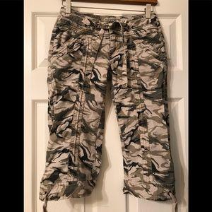 Arizona Jean Company Camouflage Capris Size 3